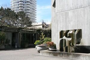 San Francisco Unitarian Universality Society courtyard